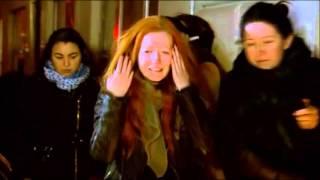 Les larmes de Polina après la mort de son compagnon au Bataclan