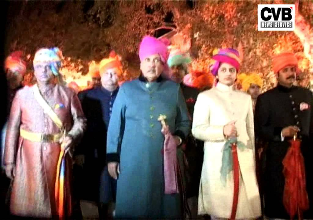 ROYAL INDIAN COUPLE ENTER THE WEDLOCK IN A GRAND CEREMONY
