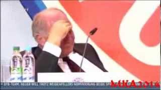 Uli Hoeneß weint auf der Jahreshauptversammlung 2013 des FC Bayern München