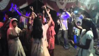 FUNNY Wedding Dance in DJ SONGS Indian Marriages..,Group dance of ladies in wedding