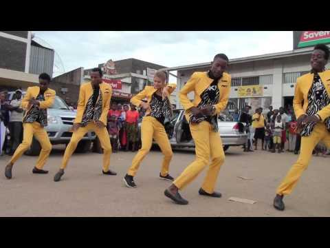 Mari Raudsepp and Sesfikile dancing in Mufakose - Zimbabwe