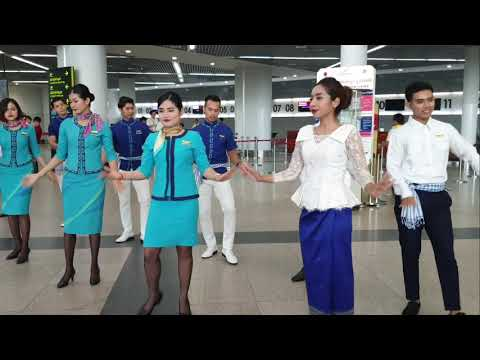 [live-@-phnom-penh-international-airport]-lanmei-airline-flash-mob-dance