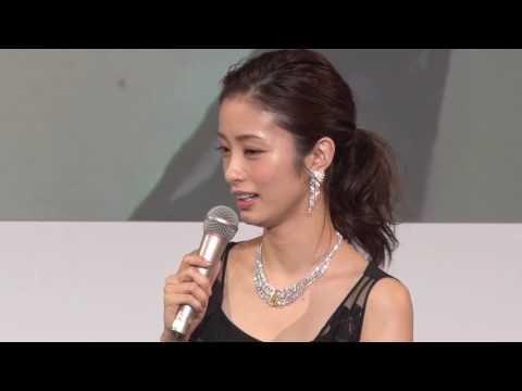 木村文乃さんが総額2億円のジュエリーを着用し登壇- ジャパンジュエリーフェア2017