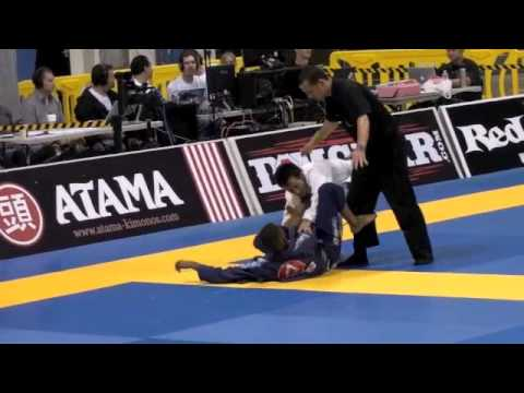 """Rafael freitas """" Barata"""" vs joao carlos Kuraoka, 2011 BJJ mundial"""
