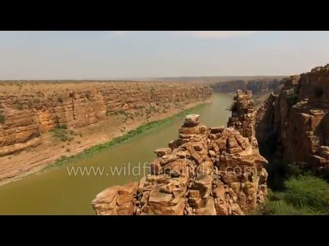 Flying over India's Grand Canyon gorge and Gandikota Fort in Andhra Pradesh