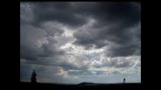 10 Arti Mimpi Lihat Awan Gelap dan Tebal Menurut Primbon Jawa