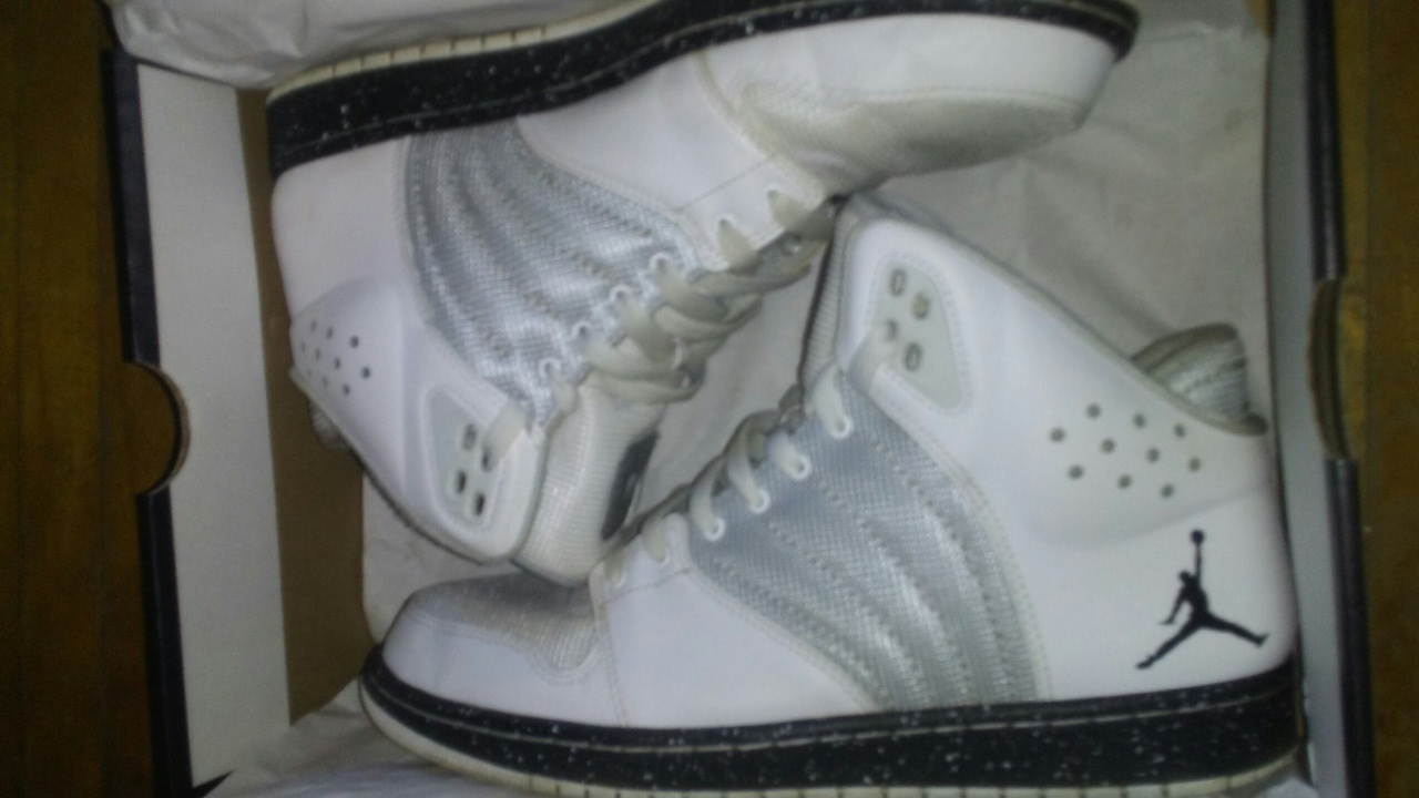 c5319fef89b3 UnBoxing Jordan 1 Flight 4 White And Grey With Black and White Speckle Sole