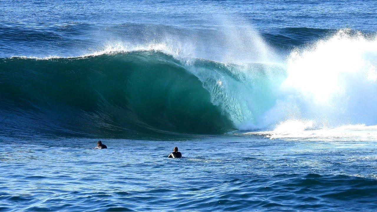 DANGEROUS TIDE! Bodyboarders avoid rocks to full send Shark Island