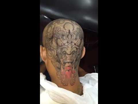 xăm tattoo lên đầu trọc Huỳnh Công Hiếu