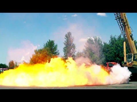 Падение композитного газового баллона с 30 метров. Gas-tank falls from 100 ft.