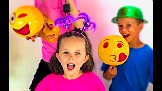 Learn English Colors! Emoji Surprise Toys with Sign Post Kids!