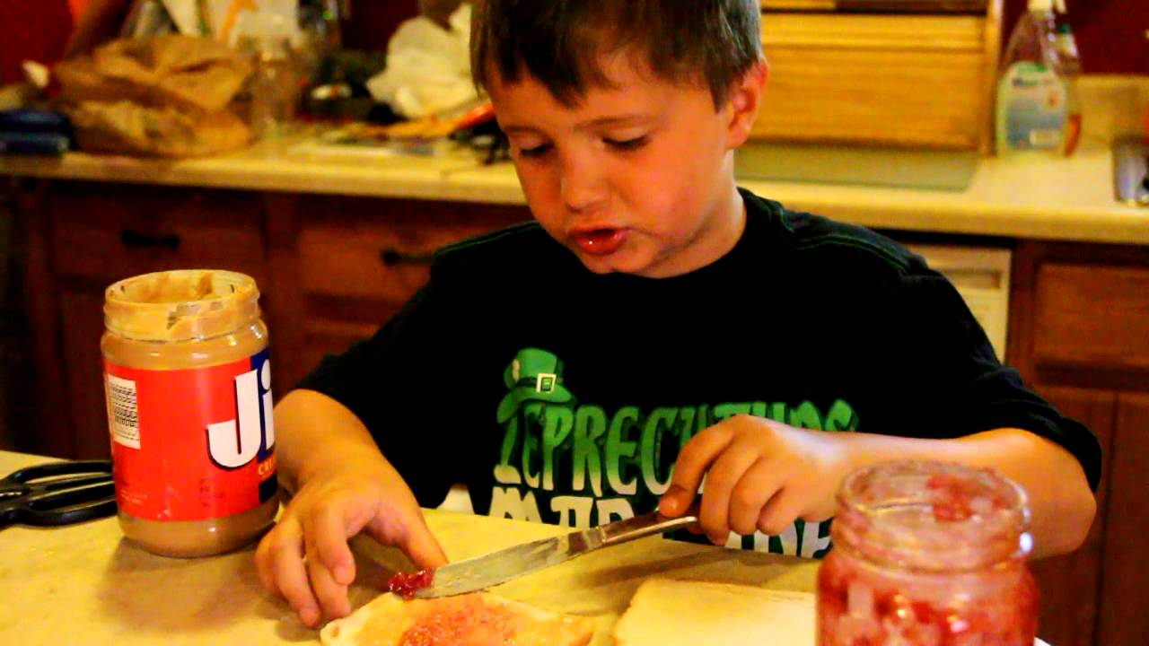 Kids Eating Pb J