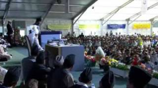 Jalsa Salana UK 2009 - Day 2 : VIP Speeches - Part 2 (French & Urdu)