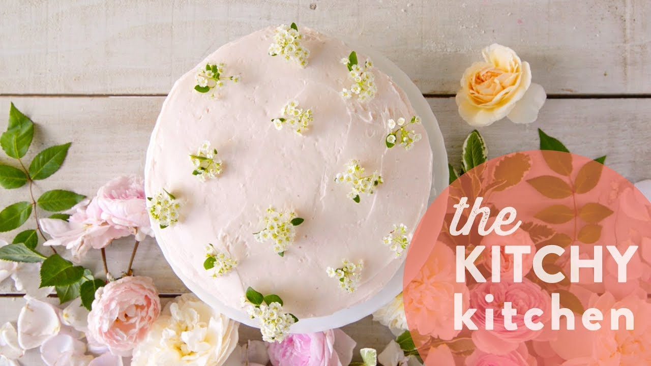 decorating cakes with flowers the kitchy kitchen - Kitchy Kitchen