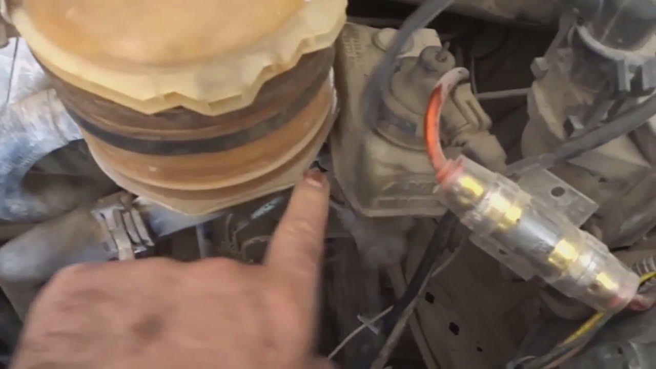 حساس الزيت موتور كليوشيبي / حساس ضغط الزيت ( Oil Pressure Sensor ) clio cheppi