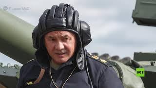 """وزير الدفاع الروسي يقود دبابة """"تي-80"""""""