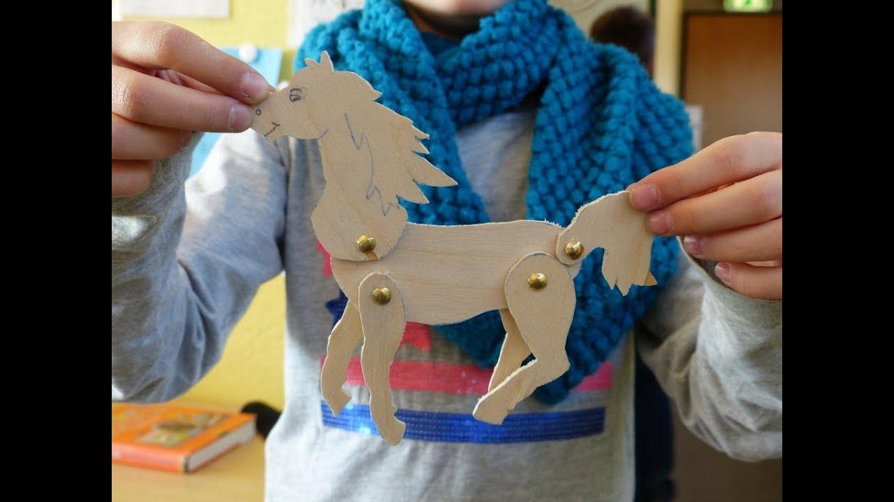 Ein Pferd als bewegliches Holzspielzeug - YouTube
