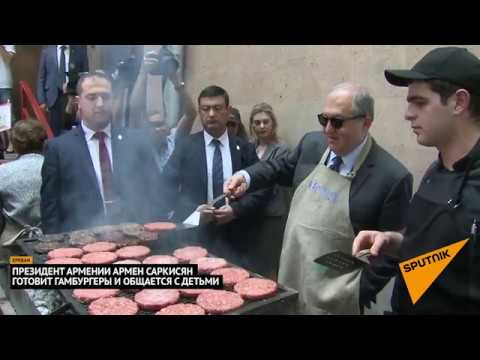 Президент Армении угостил детей бургерами