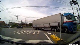 セミトレーラー・4t・大型トラック右折【国道51・245号線交差点】