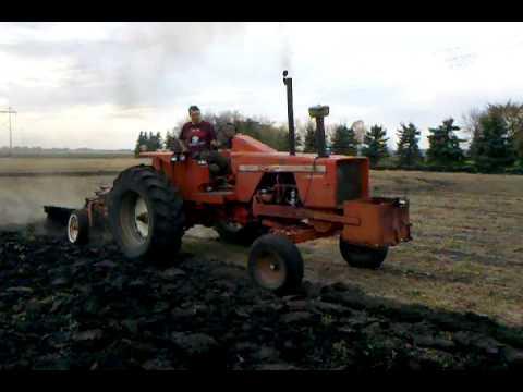 Allis Chalmers 190 XT series III plowing