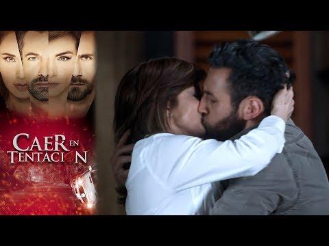 Raquel y Santiago se consuelan | Caer en tentación - Televisa