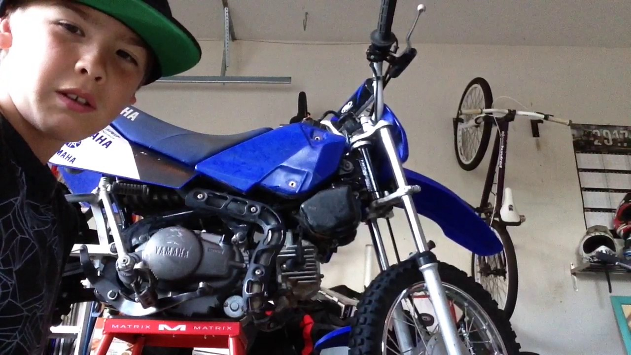 How to take out the air filter on TTr90