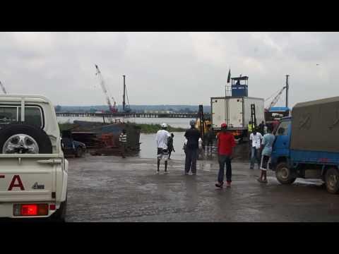 20170423 104358   Bootjebaden om op de Kazungula ferry te komen