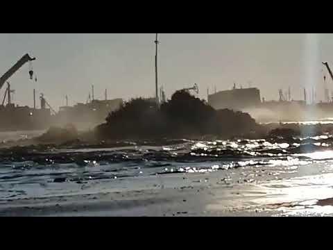 Катастрофа на Каспии ушли под воду вышки