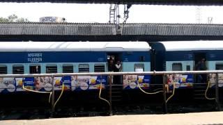 15023 Gorakhpur Yesvantpur Express.