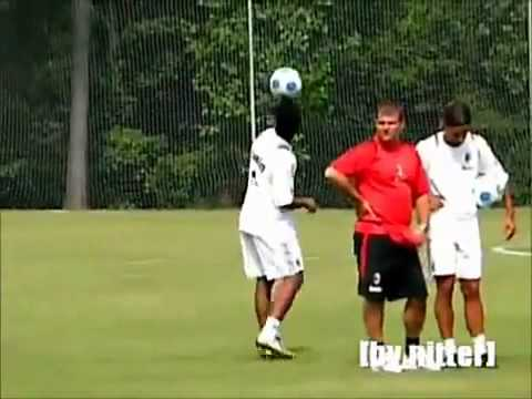 kỹ thuật siêu đẳng của Ronaldinho
