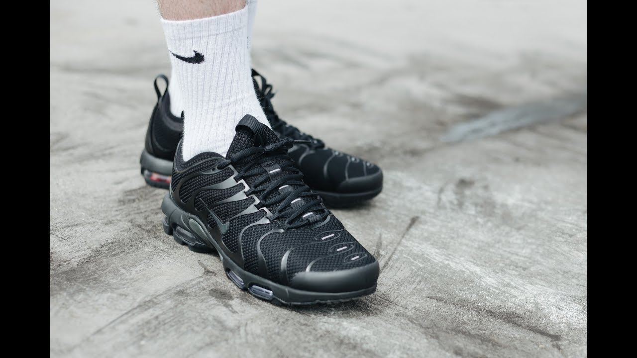 all black nike air max tns