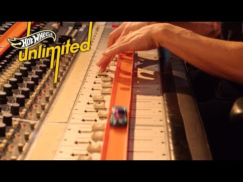 RACING THROUGH A MUSIC STUDIO | Hot Wheels Unlimited: Track Only Edition | Hot Wheels
