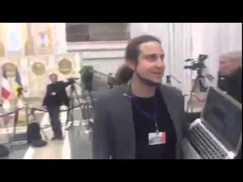 Минск ..ЖЕСТЬ..БЕСНОВАТЫЙ ПУТИНСКИЙ ЖУРНАШЛЮХ В МИНСКЕ Minsk ..diabolism Putin's media in Minsk