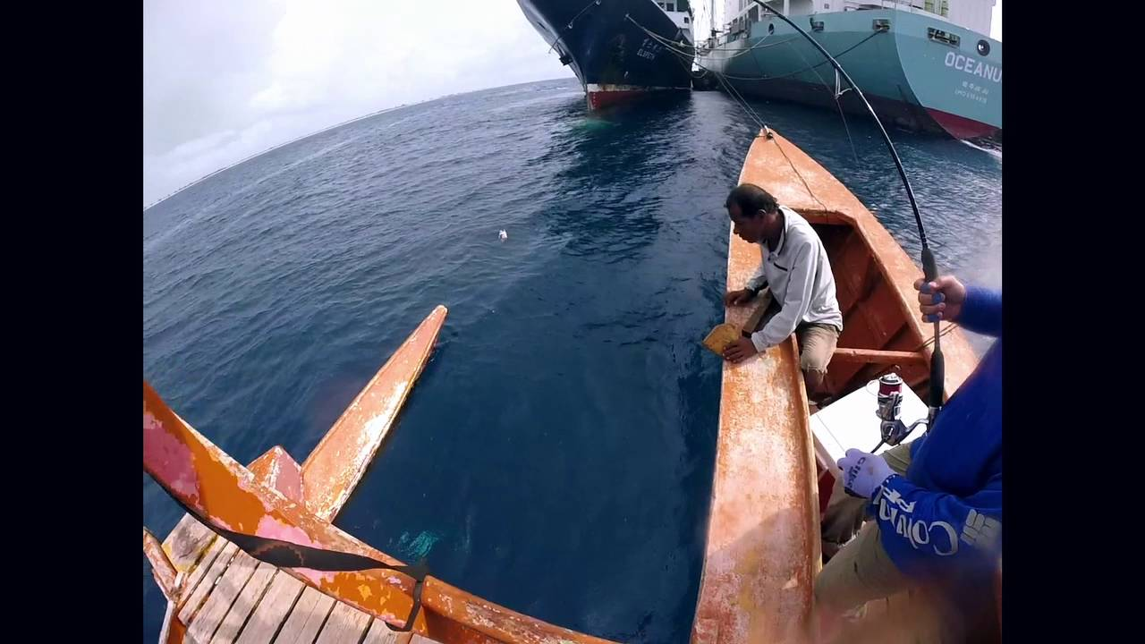 Fishing the Christmas Islands (Kiritimati/Kiribati) 2015 - YouTube