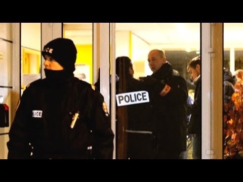 State of Emergency in France: 2,200 Police Raids, 3 Closed Mosques, Hundreds of Muslims Detained