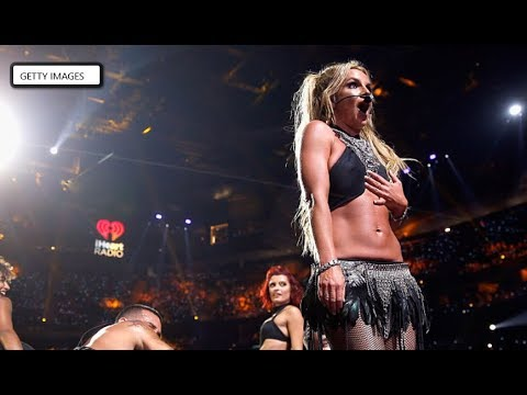 Britney Spears Freaks Out When Fan Jumps on Stage: Afternoon Sleaze