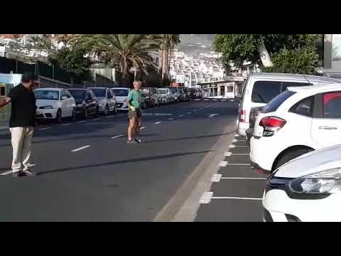 Agrede a una mujer en la calle, a pleno día, mientras paseaba a su perro en Costa Adeje