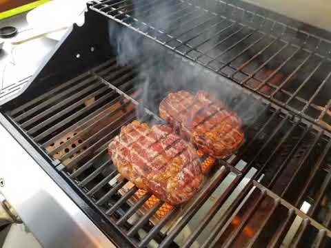 Test Gasgrill Barney Von Burnhard : Burnhard fred infrarotbrenner sizzle zone steak rückwärts youtube