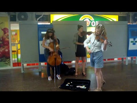 Girls amazingly perform Tango(Scent of a woman) in Ukrainian underground