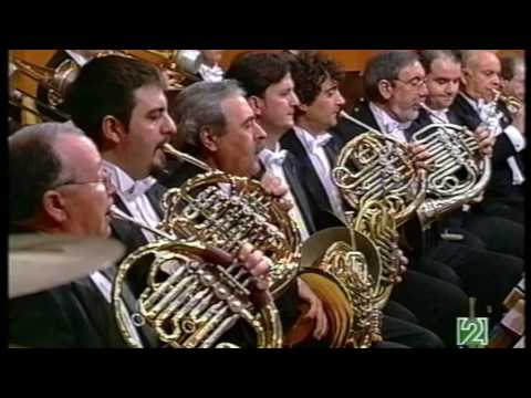 Cellist Alban Gerhardt performing Don Quixote by Richard Strauss with the RTVE under Walter Weller
