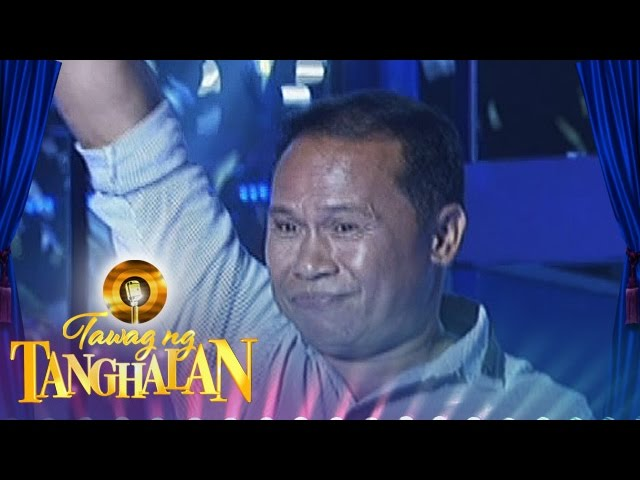 Tawag ng Tanghalan: Sotelo Abarquez gets the golden microphone from Gerhard Pagusan