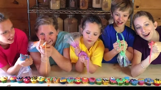 Learn English Colors! Rainbow Frosting Cupcakes with Sign Post Kids!