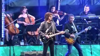 Jeff Lynne's ELO live at Wembley 2017. Concerto for a rainy day/Standin in the rain.