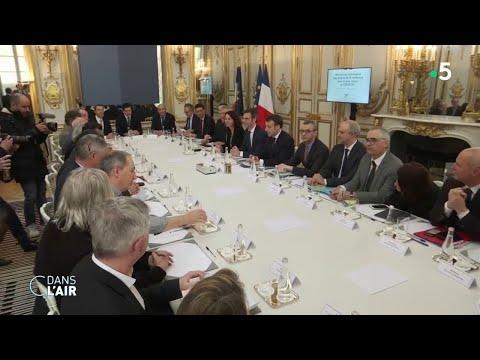 Coronavirus: la France se prépare au stade trois - Reportage #cdanslair 05.03.2020