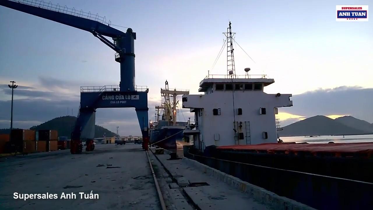 Những Con Tàu Vận Tải Nghìn Tấn Ở Cảng Cửa Lò