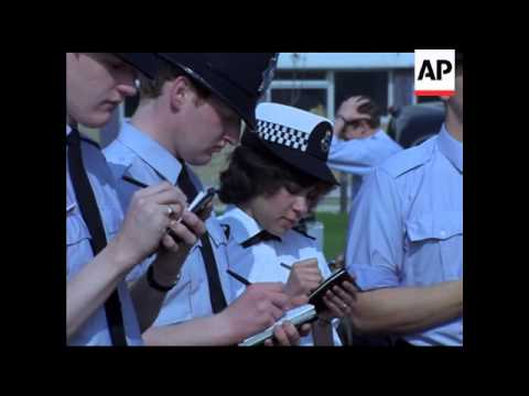 QUEEN OPENS HENDON POLICE COLLEGE - MUTE COLOUR - COLOUR VERY GOOD