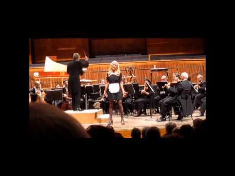Daniella Lugassy sings