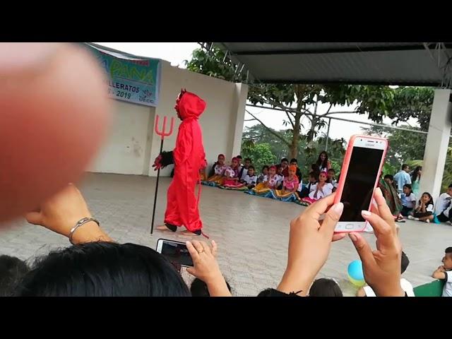 Baile frente toda la escuela..........