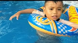 Zefa belajar berenang gaya kodok ❤ kids playing swiming pool