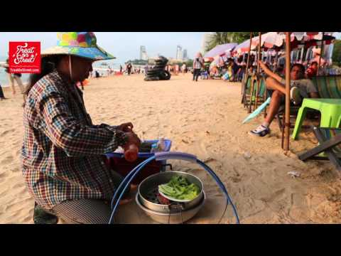 Pattaya Street Food | Thai Lady Makes Yummy Grilled Prawns On Charcoal At Pattaya Beach Front
